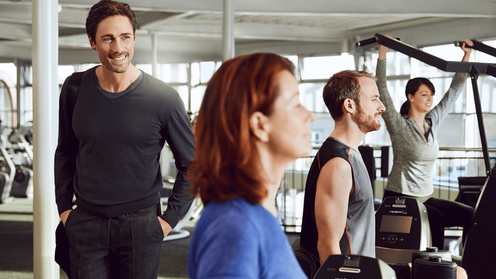 positive Trainingsatmosphäre im Fitnessstudio